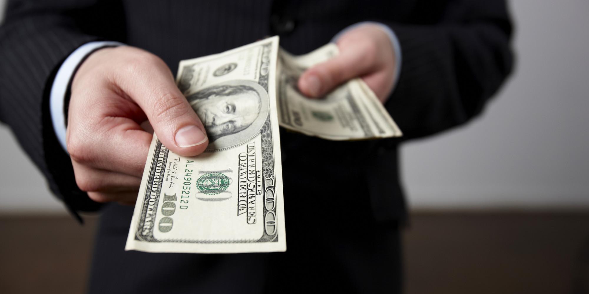 Если же вы получаете деньги — это символизирует недостаток любви в вашей жизни.