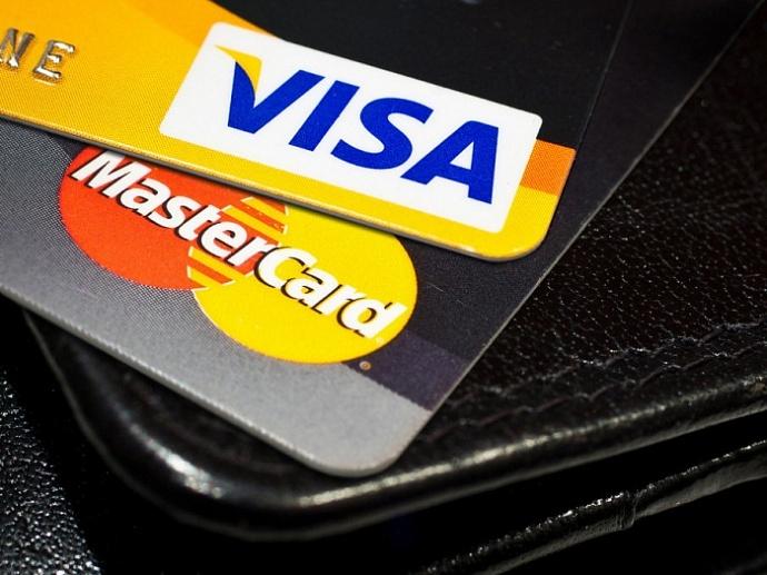 Какую карту visa или master card лучше использовать за границей?