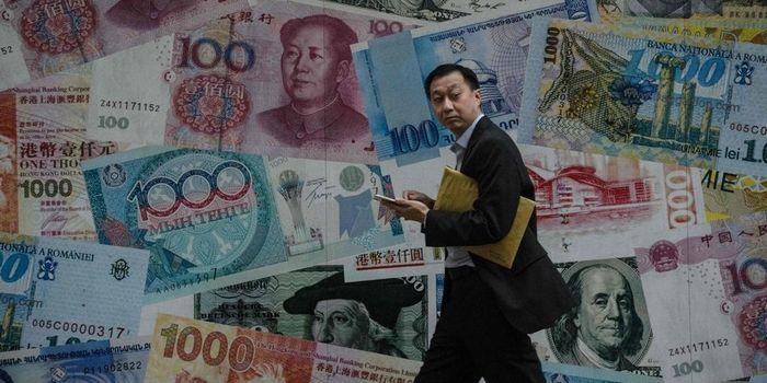 Китай ограничил своих граждан в долларах