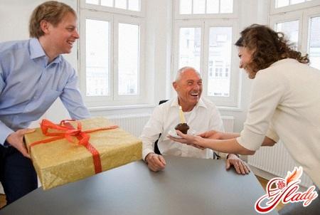 Краткий ликбез что подарить директору мужчине на день рождения