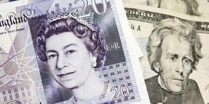 Обзор валютного рынка: фунт ждет новостей по брекзиту, доллар падает
