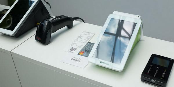 Сбербанк продемонстрировал новый смарт-терминал для малого бизнеса